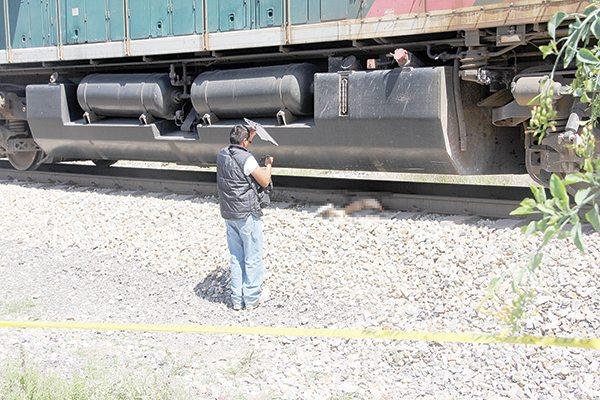 Asesina a su hija, por la culpa años después se arroja al tren (imágenes fuertes)