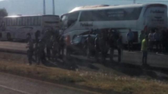 CNTE mantiene tomadas las casetas en la autopista Siglo XXI