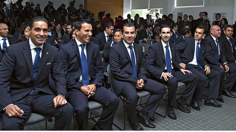 Árbitros reciben gafete FIFA en México