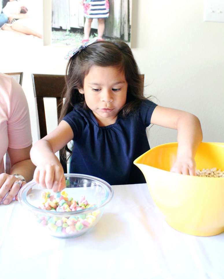 Lucky Charms Unicorn Treats. The cutest and yummiest treats to make with your child. The perfect rainy day activity!