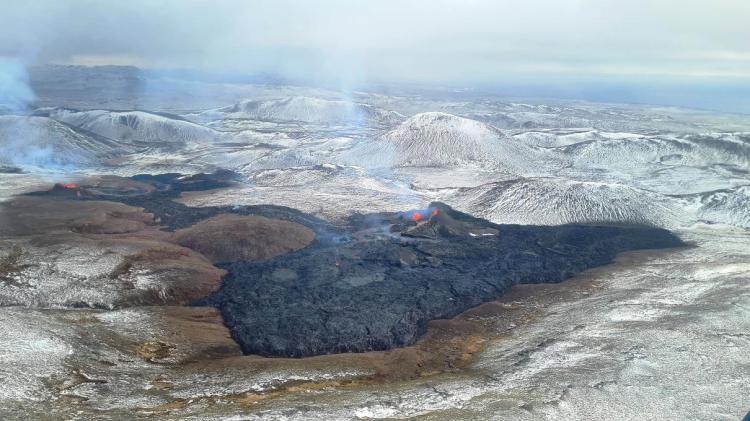 iceland-volcanic-eruption-2021-lava-field-live-image