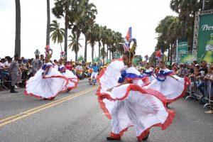 El Carnaval dominicano derrocha color y música a raudales
