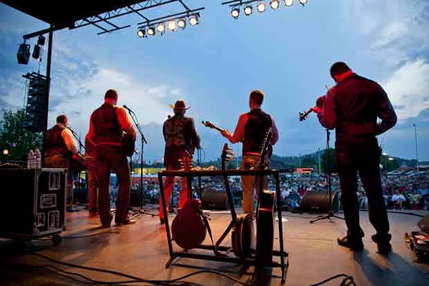 Sevierville's Bloomin' Barbeque & Bluegrass