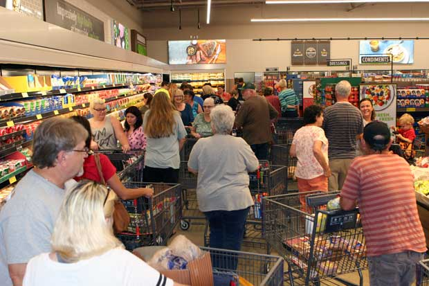 Hundreds Stand in Line for Sevierville ALDI Grand Opening