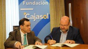 Fernando Vega, a la izquierda, y Marcelino Colete, en el momento de la firma