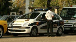 La Policía Nacional entró en la vivienda donde encontraron hachís, dinero y otros materiales