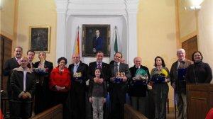 Los representantes de los Reyes Magos del año pasado cedieron sus coronas a los de 2010