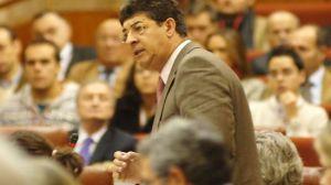 Diego Valderas en la sesión de control al equipo de Gobierno en noviembre de 2009