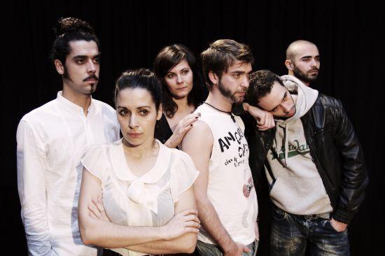 Seis personajes revolviéndose, agitándose contra o a favor de sí mismos/Antonio Abeledo
