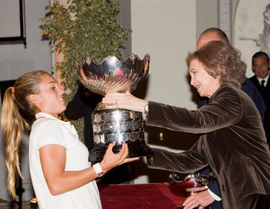 Imagen de Blanca Manchón recibiendo el Trofeo de manos de la Reina Sofía el año pasado/SA