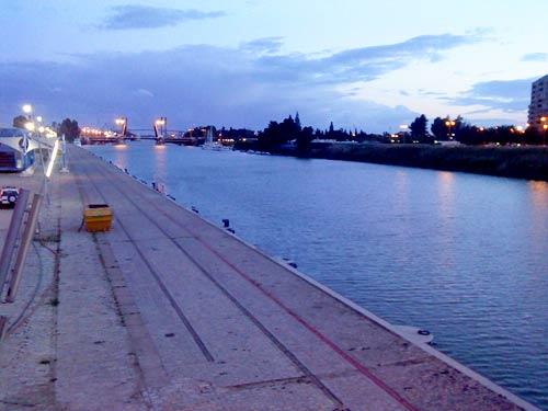 La avería impide que las embarcaciones naveguen río abajo/C. Rivas
