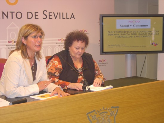 Teresa Florido y Amalia Gómez en la presentación del dispositivo sanitario para la Samana Santa 2010