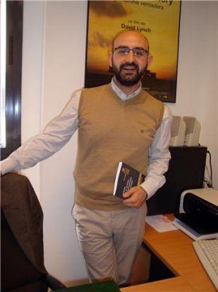 El autor del libro hace un repaso por los diferentes temas judiciales convertidos en objetos mediáticos