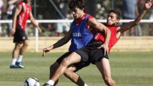 Diego Perotti junto a Jesús Navas en un entrenamiento de esta temporada/SevillaFC