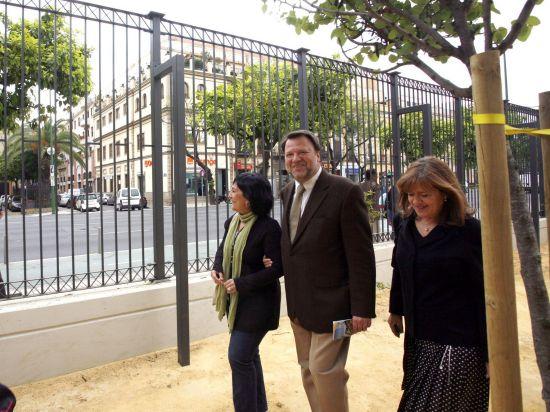 Eva Patricia Bueno y Sánchez Monteseirín en la visita de ayer/SA.
