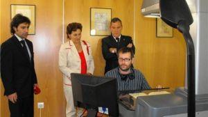 Juan Wic, junto a la Jefa de Servicio de Archivos de la Junta de Andalucía, Ana Melero, la Archivera Municipal, Marina Martín Ojeda, y el Delegado de Ciudadanía, Fernando Martínez.