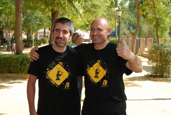 Los dos aventureros recorrerán en moto más de 25.000 kilómetros
