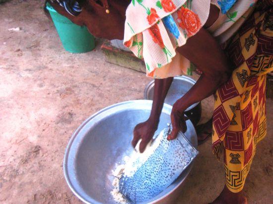 La exposición pretende mostrar el papel que ejercen las mujeres africanas en la lucha contra la pobreza