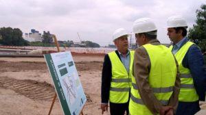 El delegado de Medio Ambiente, junto a Manuel Fernández, presidente de la Autoridad Portuaria de Sevilla