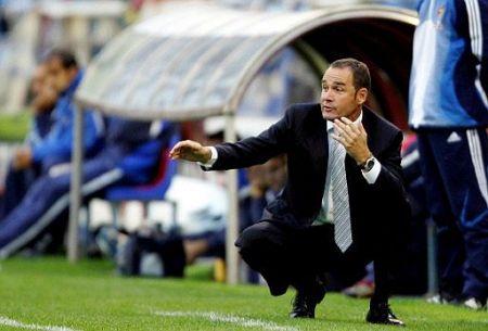 Las posibilidades de que Víctor Fernández siga entrenando al Betis disminuyen conforme avanzan los días/Rbb