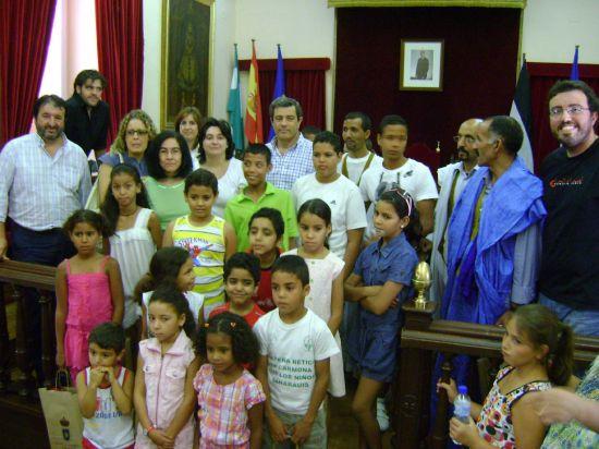 Doce niños, más los que ya viven en Carmona, pasarán sus vacaciones en la localidad