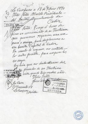 La Campana a 18 de Febrero de 1970: Ilmo. Señor Alcalde Presidente del Excmo. Ayuntamiento de Cádiz. Ilmo. Señor: Tengo el honor de poner en conocimiento de su Ilustrísima que queremos organizar una comparsa o murga, para desplazarnos a esa bonita Capital de Cádiz. Por cuanto le rogamos nos conteste lo antes posible, para empezar los ensayos. Es gracia que no dudamos del proceder de su ilustrísima cuya vida guarde Dios muchos años. Firmado Ilmo. Señor Juan Duran Oviedo, La Campana (Sevilla)