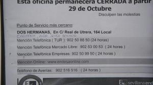 La compañía avisa con un cartel del cierre de su oficina en Alcalá