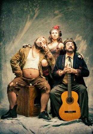 """Los protagonistas de la obra son tres """"parias"""" que representan la pobreza. /sa"""