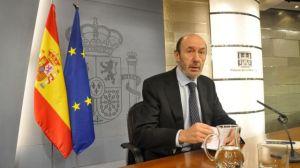 Alfredo Pérez Rubalcaba, durante la rueda de prensa en el mediodía de hoy