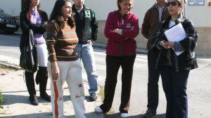 Lola Aquino con los vecinos de El Balcón de los Pintores/PA