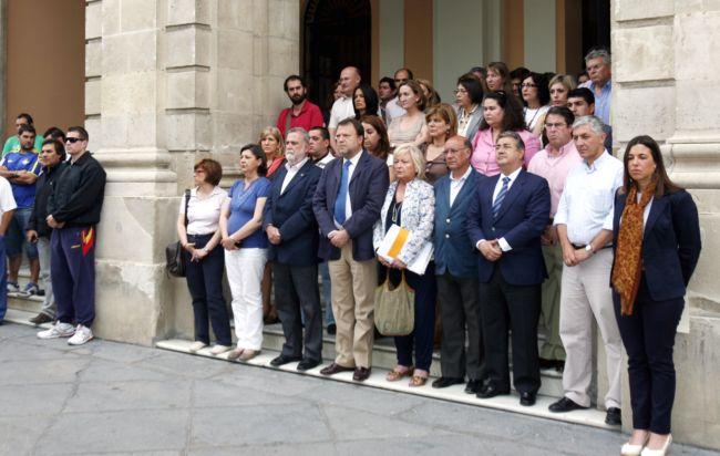 ayuntamiento-minutos-silencio-terremoto-lorca-120511