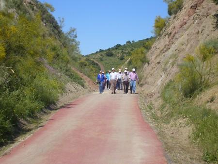 Entre las actividades programadas para el XIII Día Nacional de las Vías Verdes se organizó una marcha senderista por la comarca de la Sierra./A.Copete