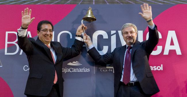 Los copresidentes de Banca Cívica, Antonio Pulido y Enrique Goñi, han abierto esta mañana la sesión en la Bolsa de Madrid