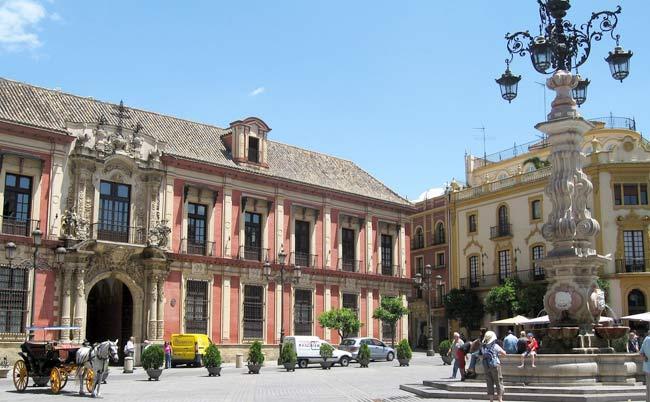 La fuente es el principal elemento de la Plaza Virgen de los Reyes/Marttj/Flickr.com