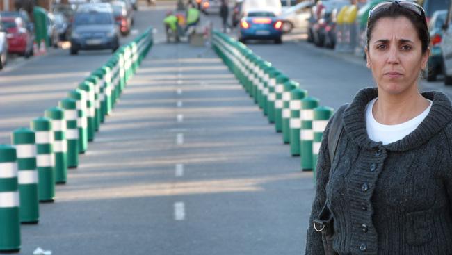 lola-aquino-carril-bici-281011