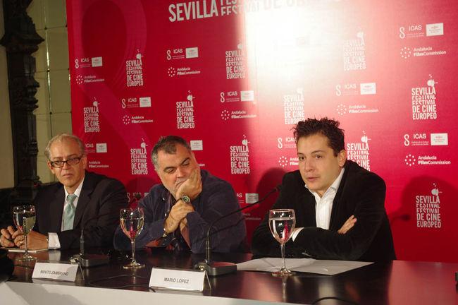 Benito Zambrano en el centro, junto a Javier Martín, Director del Festival, y Mario López, director de Antena de Canal Sur/angelespinola