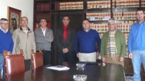 alcalde-firma-acuerdo-junta-personal-180112