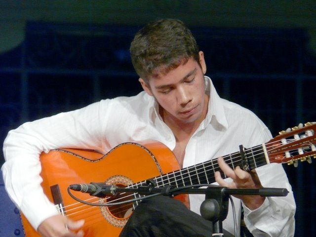 El joven guitarrista David Caro en una actuación. /La Bienal