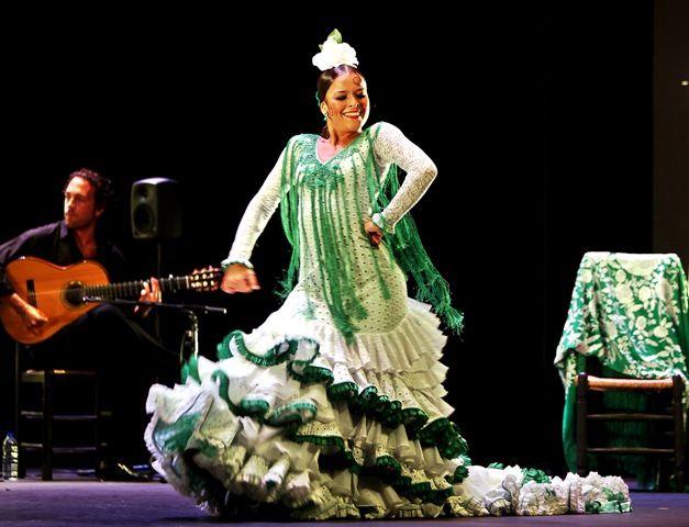 La bailaora Macarena Ramírez por alegrías /Antonio Acedo