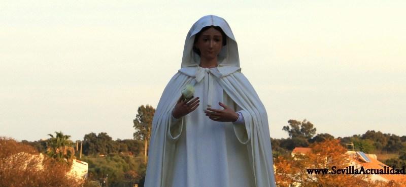 La Virgen de la Paz llegará hasta la barriada de La Cruz durante el rezo del Santo Rosario por el Año de la Fe / Juan Carlos Romero