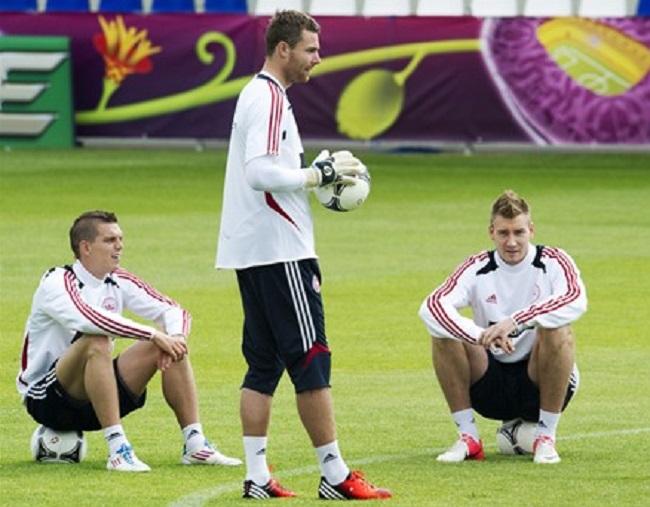 Andersen, en un entrenamiento con Dinamarca durante la pasada Eurocopa / UEFA