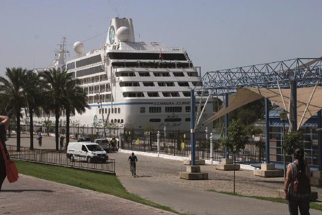 La llegada del Azamara hizo aumentar los datos del puerto de Sevilla según el Ayuntamiento./Sevilla Actualidad