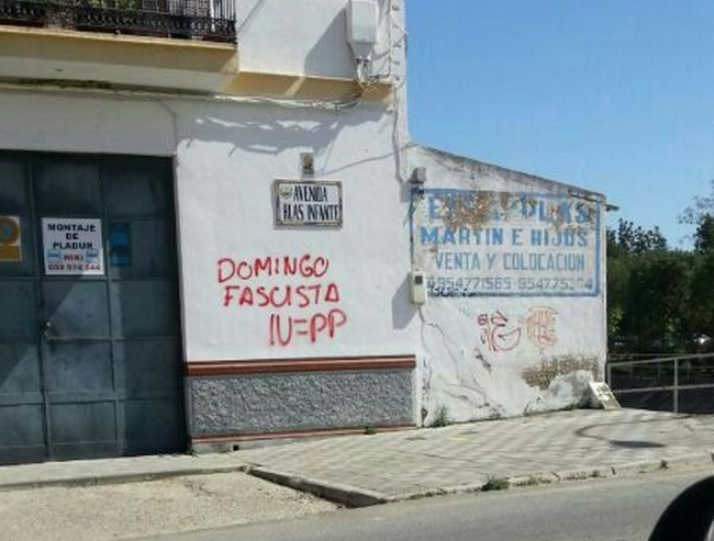 Han aparecido pintadas en los domicilios del portavoz del PA Modesto González y del concejal de IU Domingo González./PA