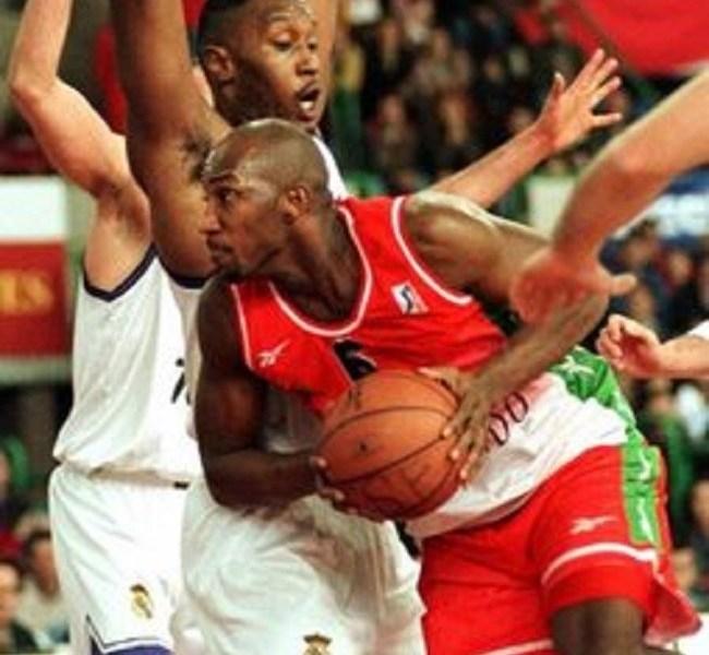Con la equipación verde y roja, el Baloncesto Sevilla cosechó sus mejores éxitos./ Sevilla Actualidad