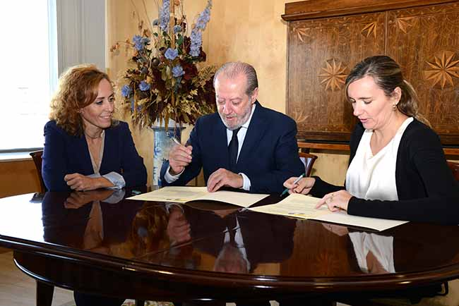 villalobos-firma-convenio-andalucia-emprende