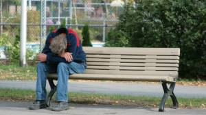 pobreza-hombre-solo