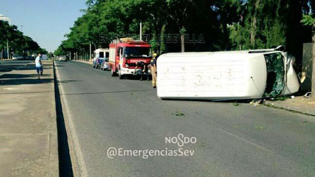 accidente-furgoneta-emergencias-sevilla