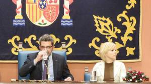 Gutiérrez Limones junto a la secretaria de Organización del PSOE de Alcalá, Elena Álvarez, en un acto municipal /Archivo