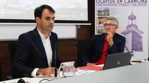 Pablo Ruz, junto al presidente de la Asociación de la Prensa de Sevilla, Rafael Rodríguez/UPO