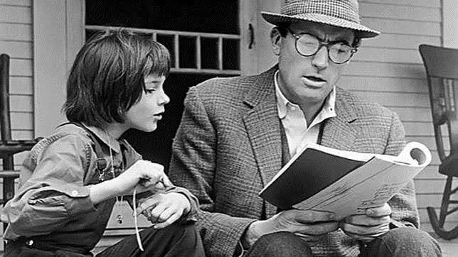 Mary Badham y Gregory Peck en un fotograma de Matar a un Ruiseñor